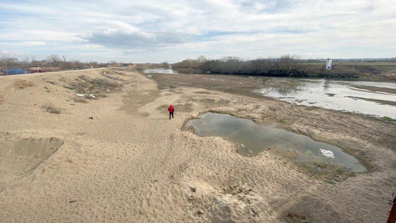 Tunca Nehri yaya gezilebiliyor… Çeltik üreticileri endişeli!
