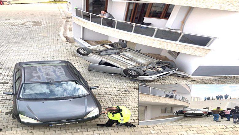Otomobil sitenin bahçesine devrildi