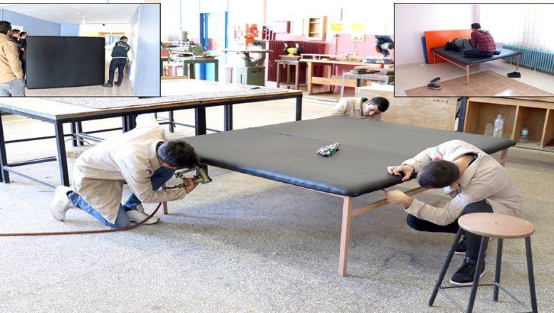 Engellilere, rehabilitasyon masası hediye ettiler