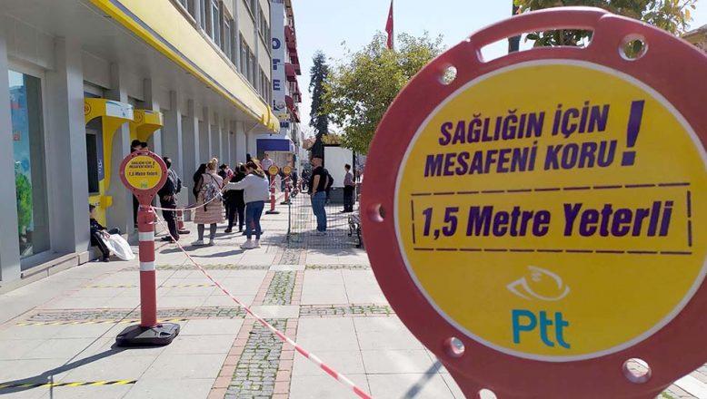 PTT ve banka şubelerinden 'sosyal mesafe' önlemi
