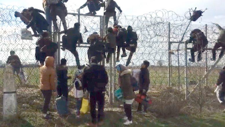 Göçmenlere plastik mermiyle ateş ettiler