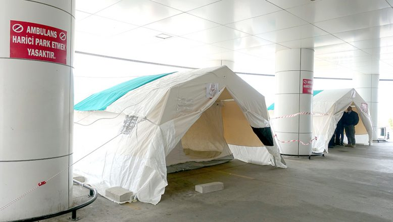 Koronavirüs şüphesi olan önce çadıra sonra hastaneye girecek