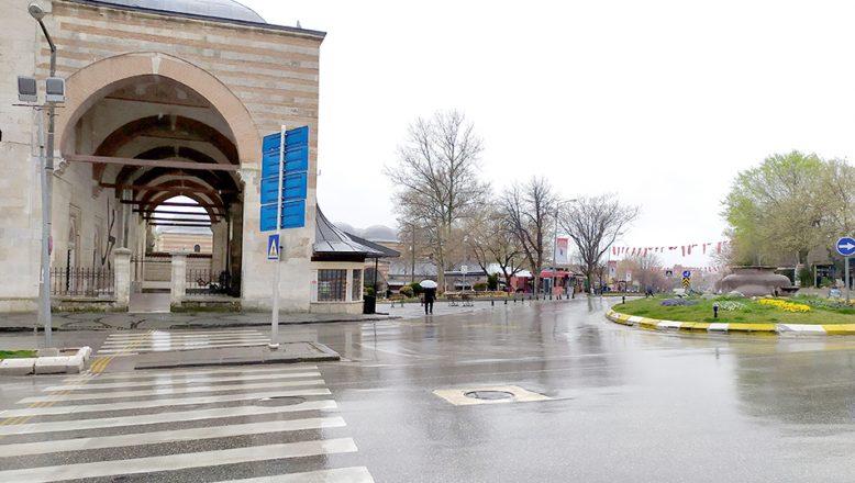 """Edirneliler soğuk ve yağışlı havanın da etkisiyle """"evde kalıyor"""""""