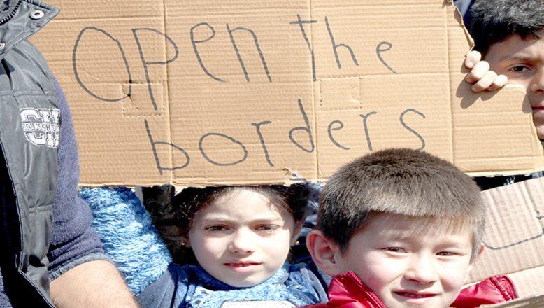 """Göçmen çocuklardan """"sınırları açın"""" çağrısı"""