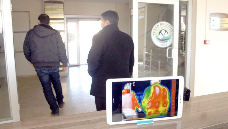 Keşan'da belediye binası girişine termal kamera konuldu