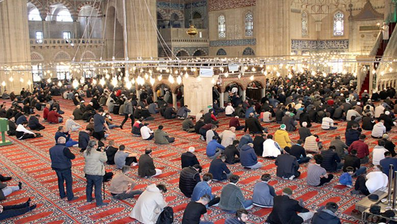 Cami ve mescitlerde cemaatle namaza ara
