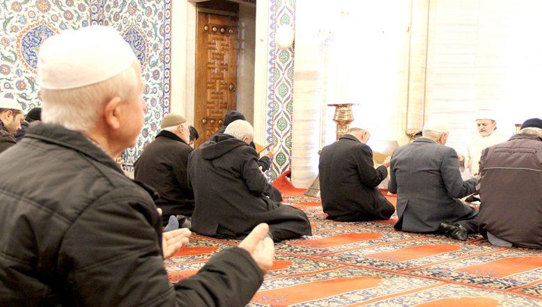 """Selimiye Camisi'nde Mehmetçik için """"zafer"""" duası okundu"""