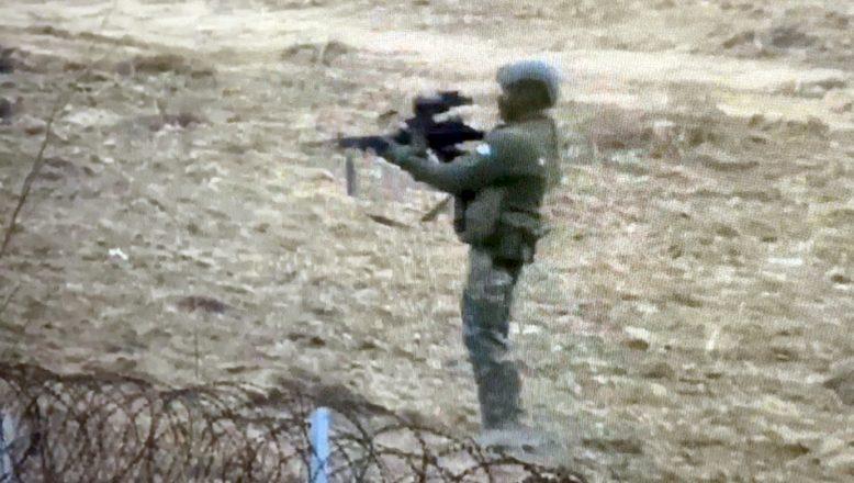 Sığınmacılara makineli tüfekle ateş açılan o anlar görüntülendi