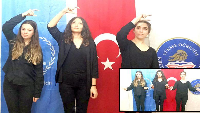 Üniversite öğrencileri, işaret diliyle, İstiklal Marşı'nı okudu