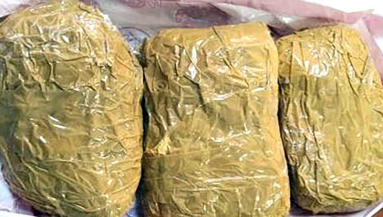 Bazaya gizlenmiş bir kilogram kokain ele geçirildi