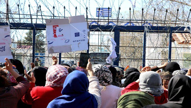Sığınmacılar, sınır kapısının açılması için eylem yaptı