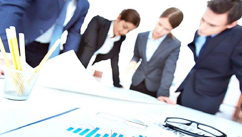 Bankalarda kadınlar çalışıyor, erkekler yönetiyor