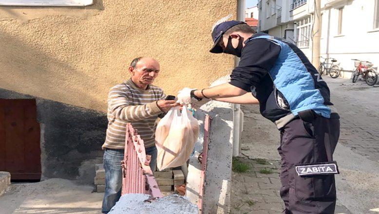 Evlerinden çıkamayan vatandaşlara destek