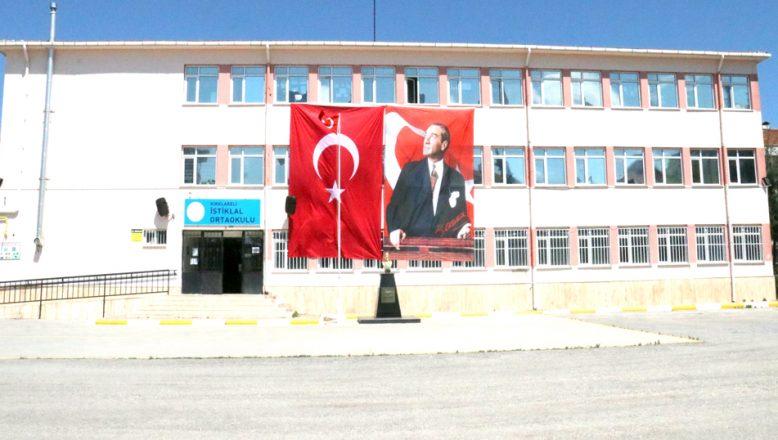 23 Nisan, okul binalarından yükselen marşlarla kutlandı