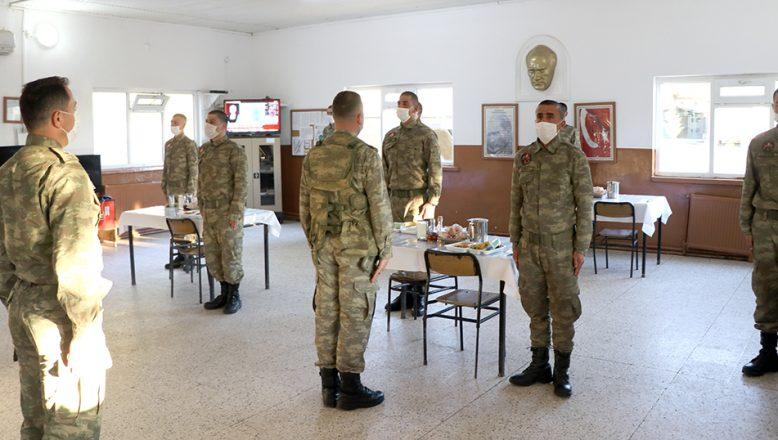 Hudut askerleri ilk iftarını yaptı