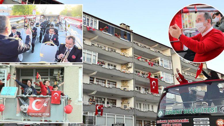 Sokak sokak gezerek, Edirnelilerin bayramını kutladı