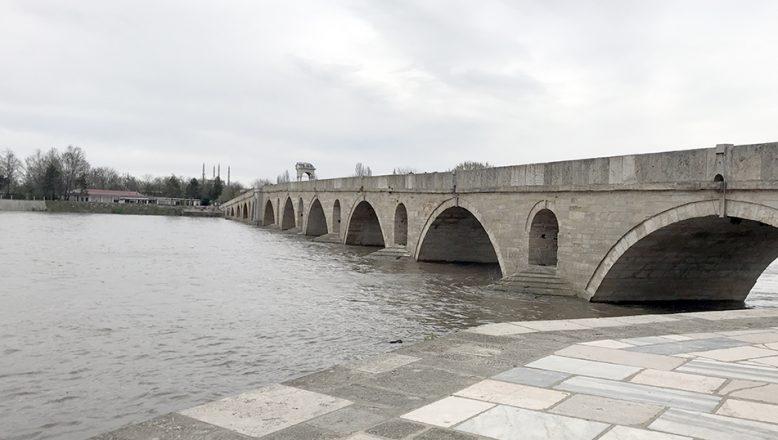 Yağışlar nehirlerin debisini yükseltti