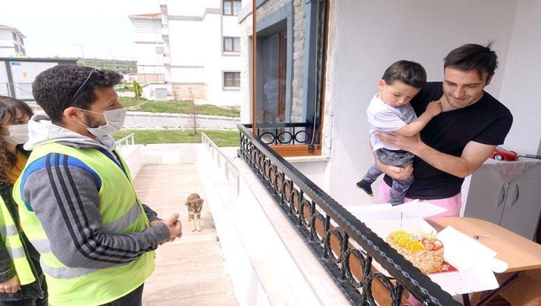 3 yaşındaki çocuğa, 'Vefalı' doğum günü kutlaması