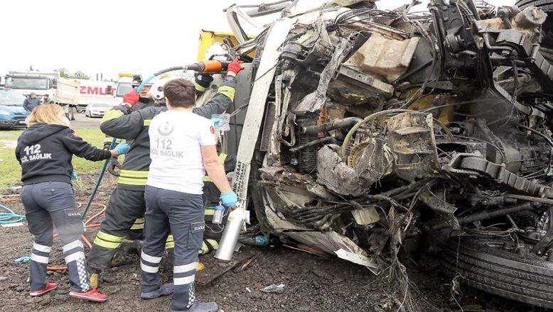 Hafriyat kamyonu ile TIR çarpıştı: 1 ölü