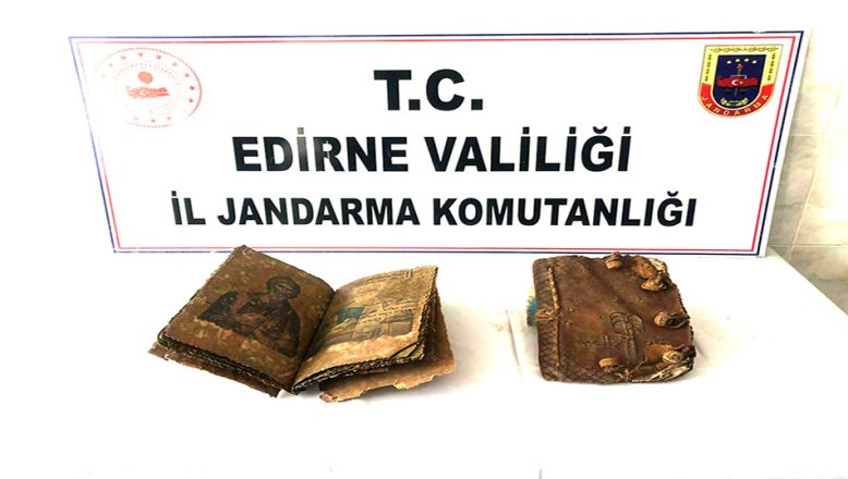 El yazması iki İncil ele geçirildi