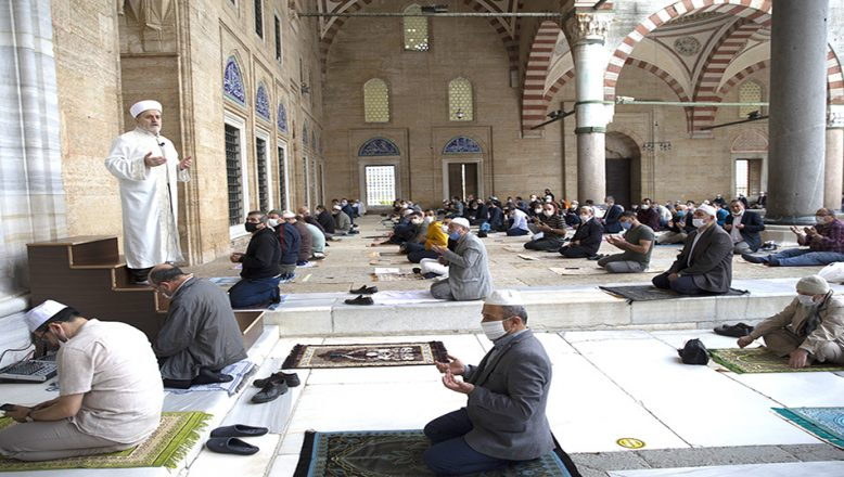 Selimiye'de cuma namazı kılındı