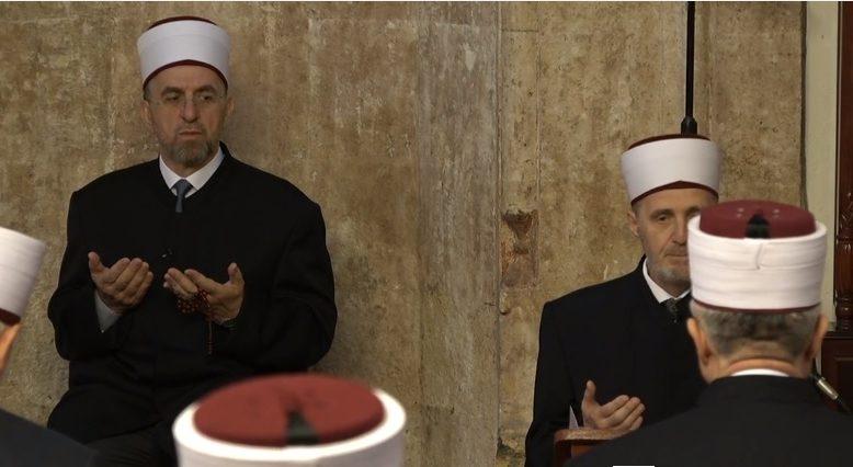 Kosova'da cemaatsiz Bayram Namazı