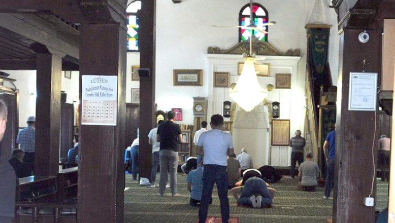 Kuzey Makedonya'da camiler ibadete açıldı