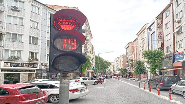 Trafik ışığıyla, 'Maske Tak' çağrısı