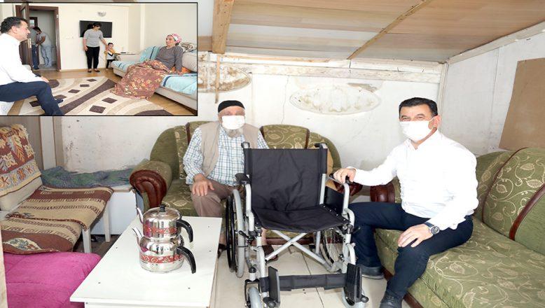 Tekerlekli sandalye bağışında bulundu