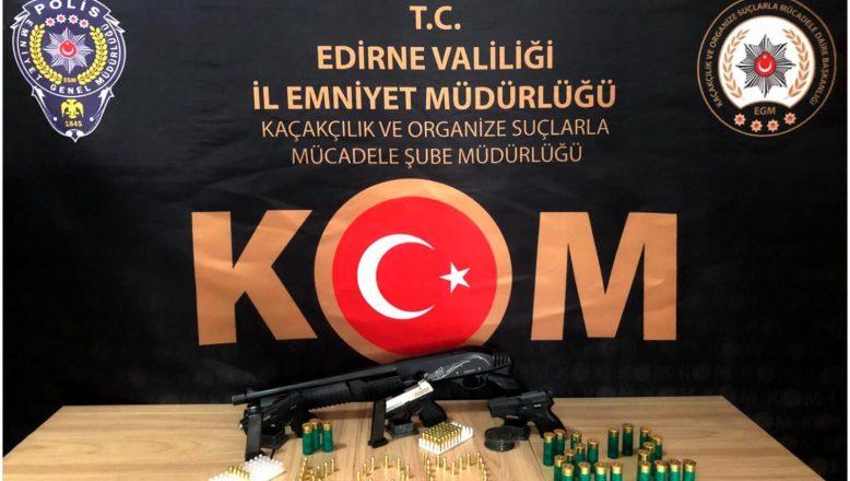 Silah kaçakçıları kıskıvrak yakalandı