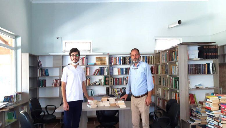 Köy kütüphanesine kitap bağışı