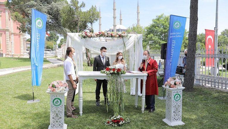 Selimiye manzaralı ilk nikah