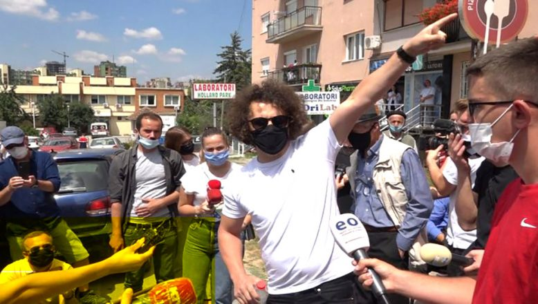 Priştine'de cami inşasına protesto!