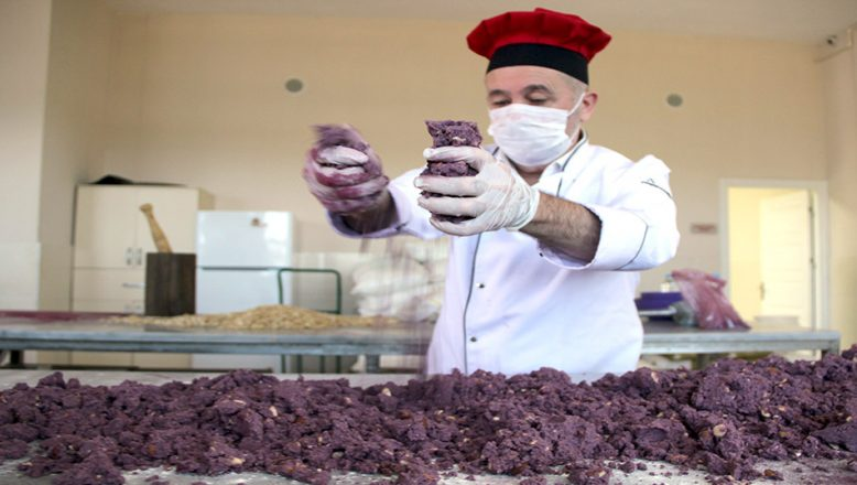 Edirneli şekerlemeci, mor miks'ten, mor kurabiye üretti