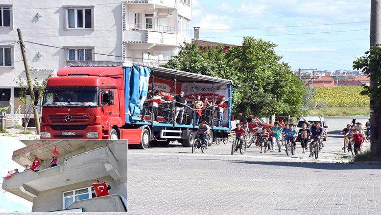 TÜGVA TIR'ı, sokakları gezip marşlar çaldı