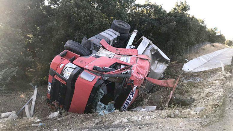 Süt kamyonunu devrildi; 1 yaralı