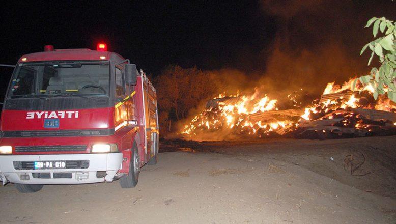 Yangında 8 bin saman balyası kül oldu
