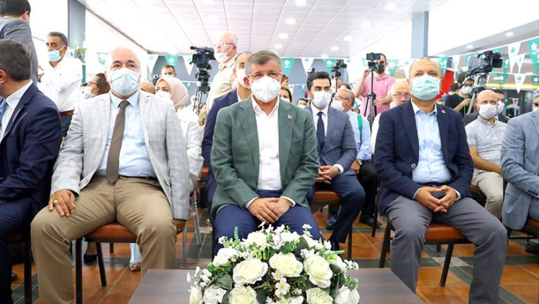 Davutoğlu, partisinin il kongresine katıldı