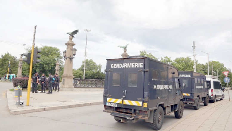 Bulgaristan'da polis ülkedeki ablukaları kaldırdı