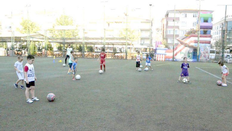 Genç Aslanlar'dan 4-6 yaş futbol okulu