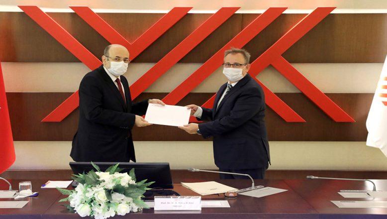 Rektör Tabakoğlu, mazbatasını aldı