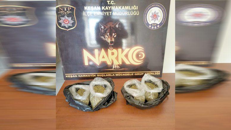 Polisin bulduğu poşetlerden uyuşturucu çıktı