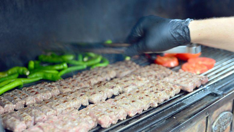Tadını dede yadigarı ızgaradan alan lezzet! Bir seferde 17 porsiyon yiyen bile var…
