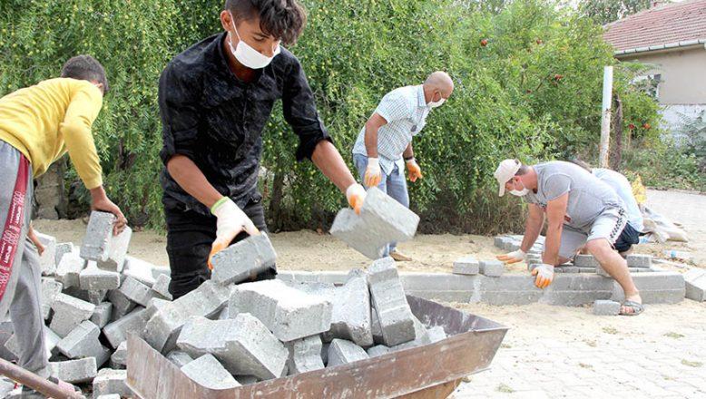 """""""Devlet millet"""" el ele verdi köy yolları yenilendi"""