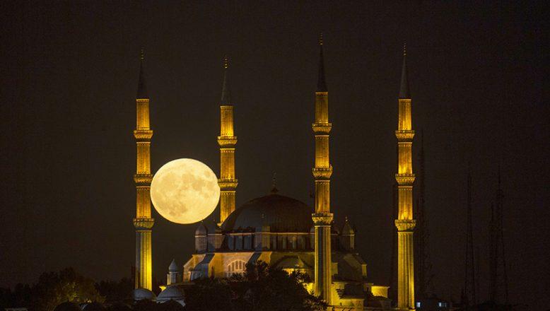Selimiye ile dolunayın akşam buluşması