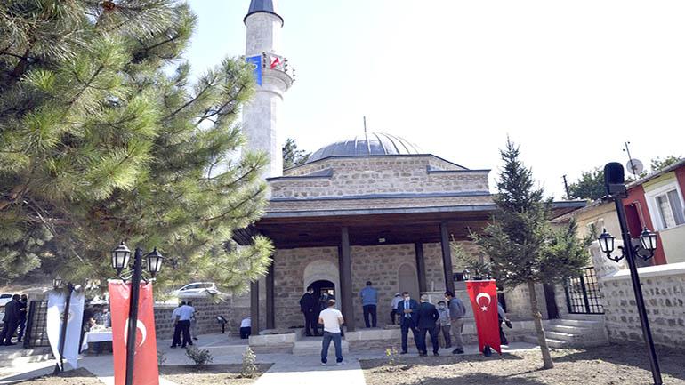 Tarihi cami ibadete açıldı