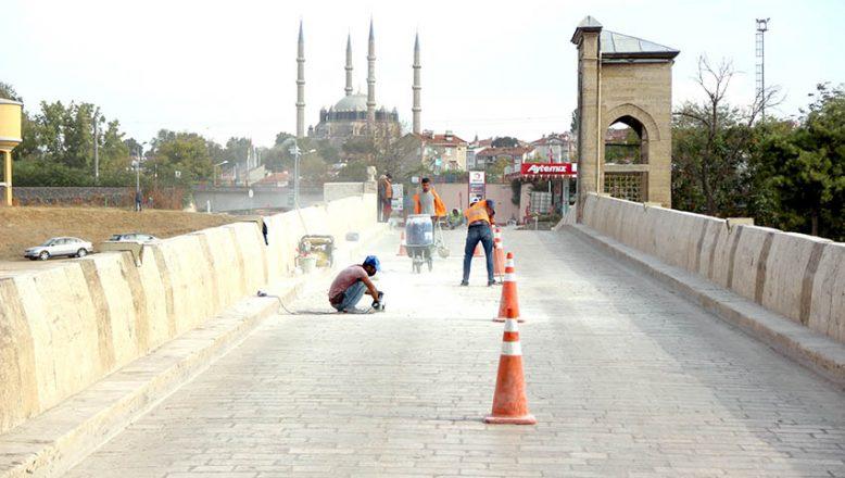Tunca Köprüsü onarılıyor