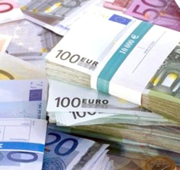 AB'den, Yunanistan'a 2,7 milyar euroluk mali destek