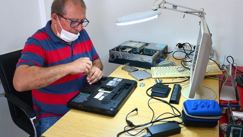 İhtiyaç sahibi öğrencilere, bilgisayar topluyor