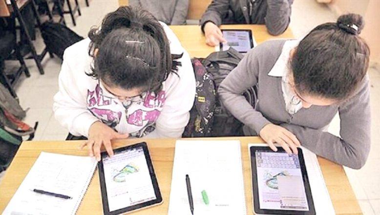 """""""AB kaynaklarıyla, öğretmen ve öğrenciler için bilgisayarlar alınacak"""""""